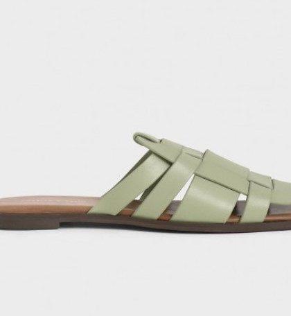 รองเท้าเปิดส้นสีขาว